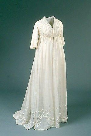 A beautiful Regency dress with a pdf pattern.