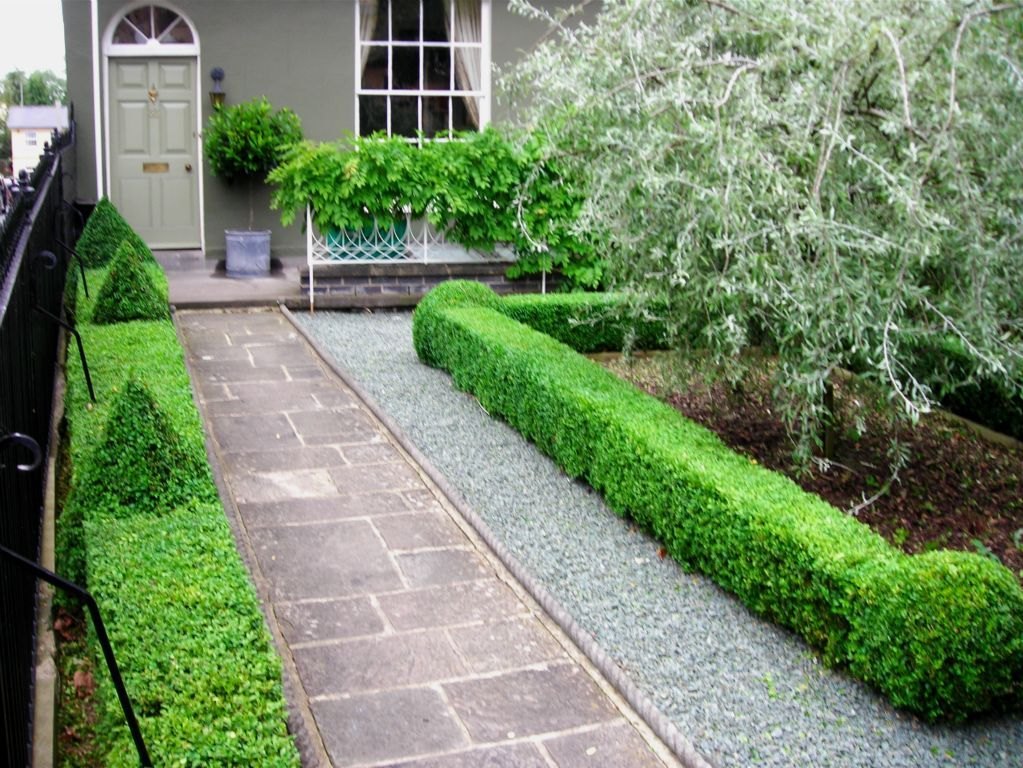 Low maintenance front yard ideas garden gallery ideal for Low maintenance garden designs for small gardens