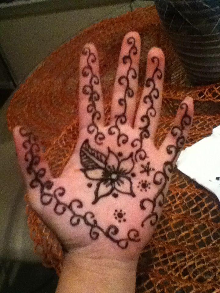 simple henna palm design