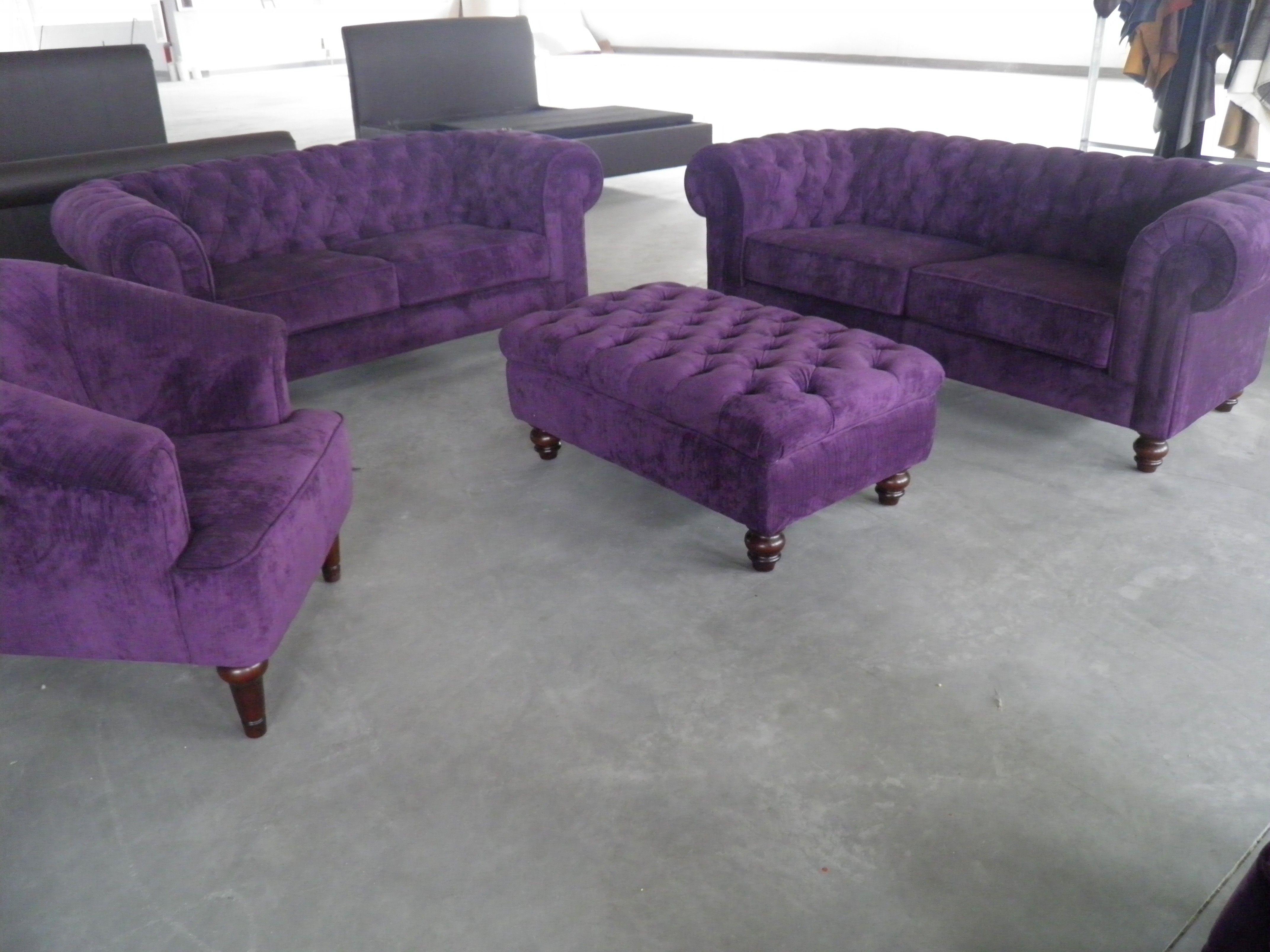 Canapes Et Fauteuils Chesterfield En Velours Violet Disponible Egalement En Gris