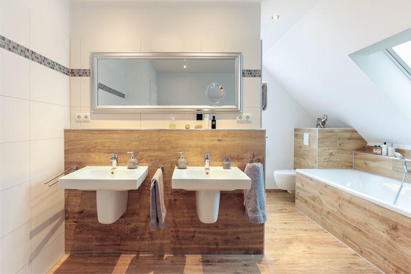 doppelwaschbecken in badezimmer mit fliesen in holzoptik eco system haus bauideen b der. Black Bedroom Furniture Sets. Home Design Ideas