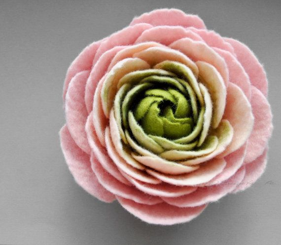 • Made to order (Processing time approx. 7 business days) •  • Handcrafted Large Powder pink Romantic Ranunculus felt flower brooch •  • Colours: Powder pink, Jasmine cream and Apple green • • Composed of superfine Merino wool and silk fiber in the center • • • Size: • Approx. 13-15 cm (5-6 in.) at the widest part when the petals are not closed.  • Please be aware that colours can appear a little different on screen than they do in the flesh •    • • • Shipping information: • • • • If you…