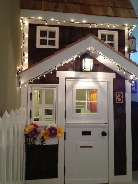Merveilleux This Under The Stairs Playhouse Is Amazing!! Where Was This When We Were  Planning Ours?!? I Love The Door With Mail Slot And Window That Open!