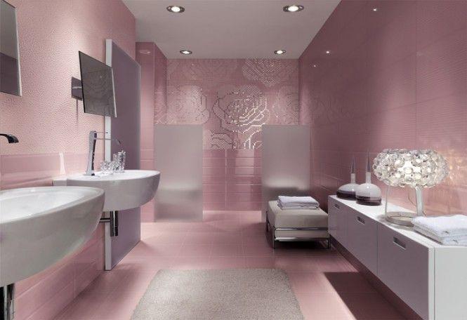 une salle de bain rose fminine et tendance pink metallic bathroom mosaic
