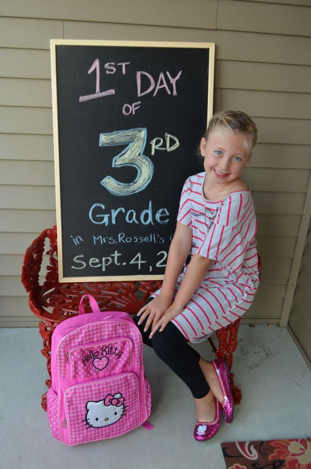 Tina's set-up for her kids 1st day of school pics...so cute!