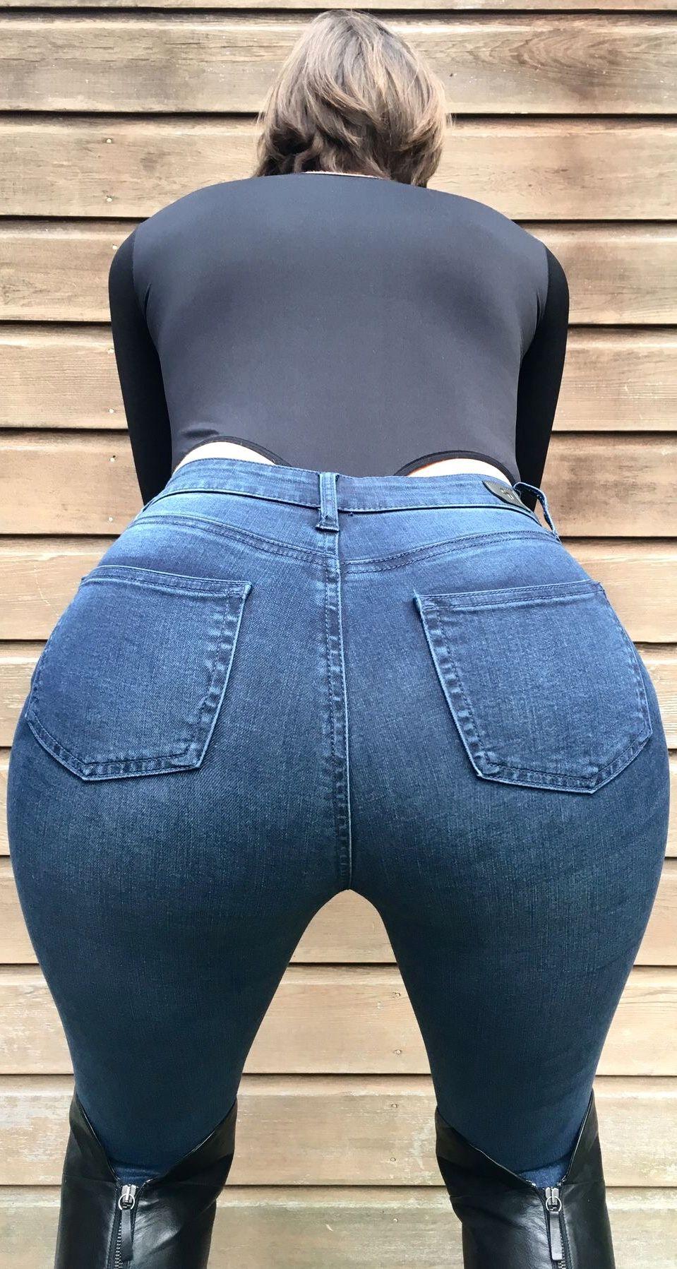 круглая попка в джинсах видео