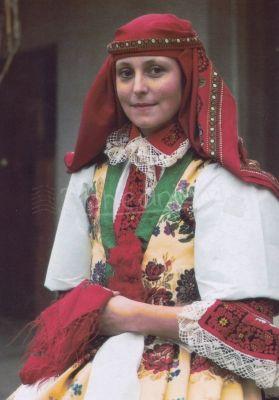 Žena ve svátečním kroji z Kunovic