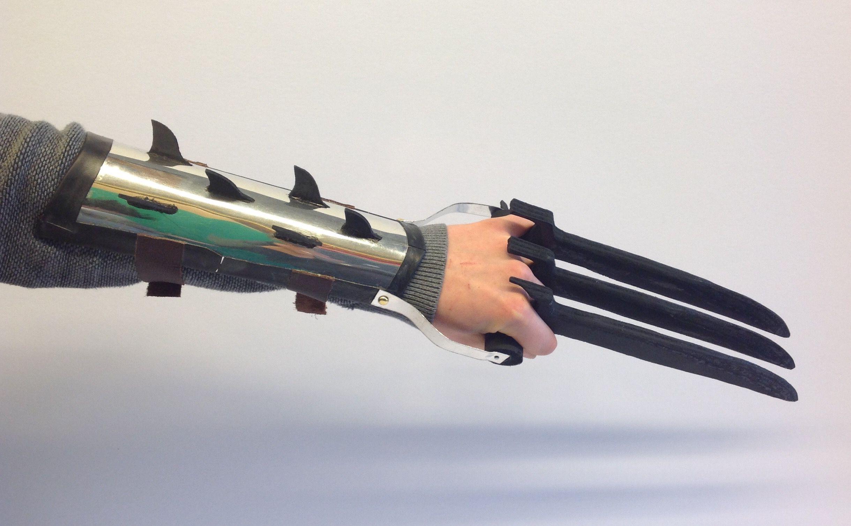 Handvaardigheidswerkstukken 3GT. Opdracht: Kijk mij nou! - Ontwerp en maak een 3D lichaamsobject. Het moet draagbaar zijn en een bijzondere vormgeving hebben. Materiaalkeuze is vrij. Schooljaar 14-15.