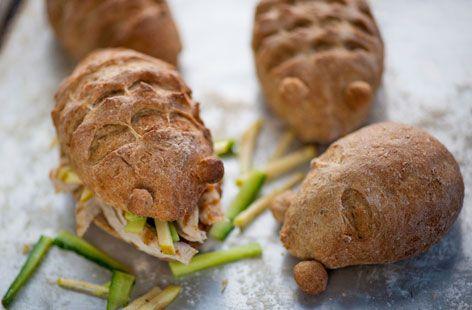 Igelbrötchen mit Salatfüllung - - - Partybuffetdekoration - - - - - Chicken and apple hedgehog rolls recipe