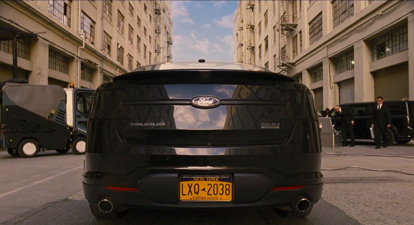 Ford taurus sho 2010 car driven by tommy lee jones in men in black