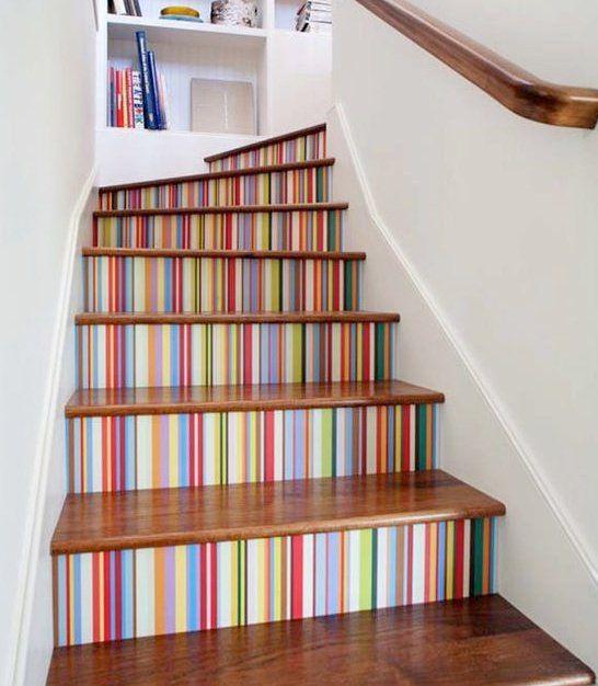 Ideas creativas y coloridas para decorar tus escaleras Diseño