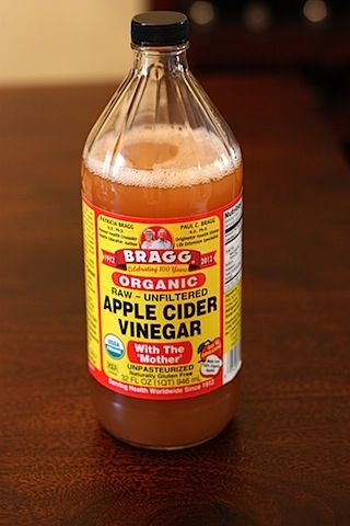 Apple Cider Vinegar Health Benefits Try adding a teaspoon of apple cider vinegar to every 8 oz. glass of water you drink throughout the day. If you maintain the daily intake of 64oz. of water, you will start to see the pounds shed fast!