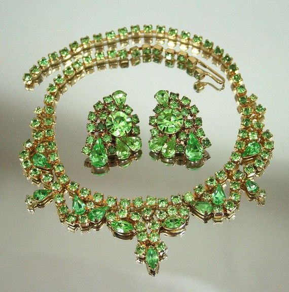 Vintage KRAMER Peridot Green Rhinestone Navette Bib Necklace Earrings Set