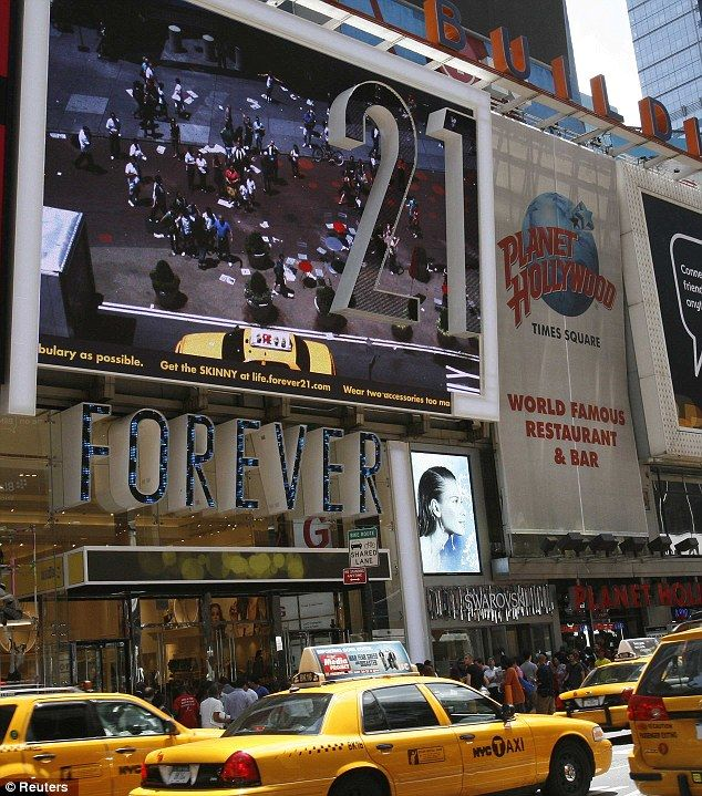 Fashion Chain Forever 21 Investigated Over Sweatshop Working Conditions That Break Minimum Wage And Overtime Laws New York City Shopping Forever 21 Nyc