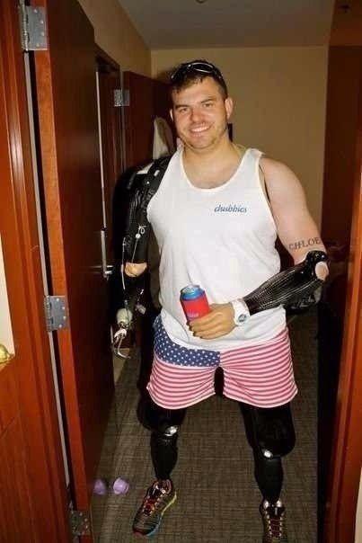 Американский ветеран Афганистана, ампутация 4х конечностей.