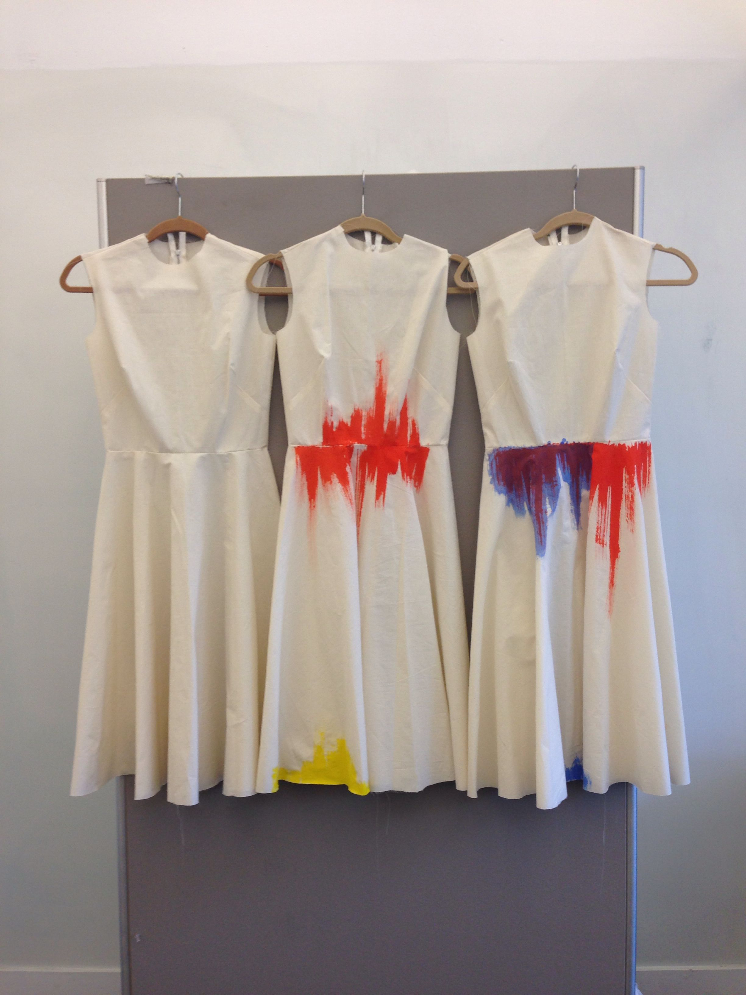 Muslin dresses with thermochromic inks by Aneta Genova