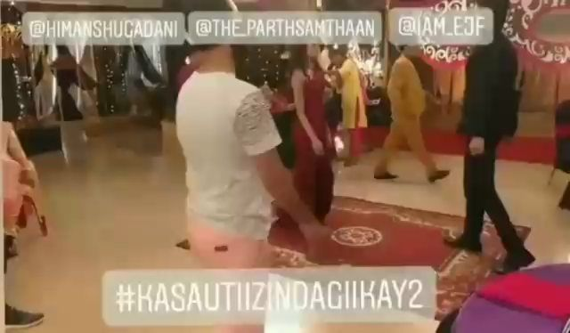 Check out#EricaFernandes&#ParthSamthaan's romantic dance on the sets of#KasautiiZindagiiKay2! 🙈❤🔥 . . .