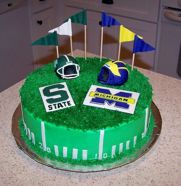 Michigan Vs Michigan State Sport Cakes Grooms Cake Cake Decorating