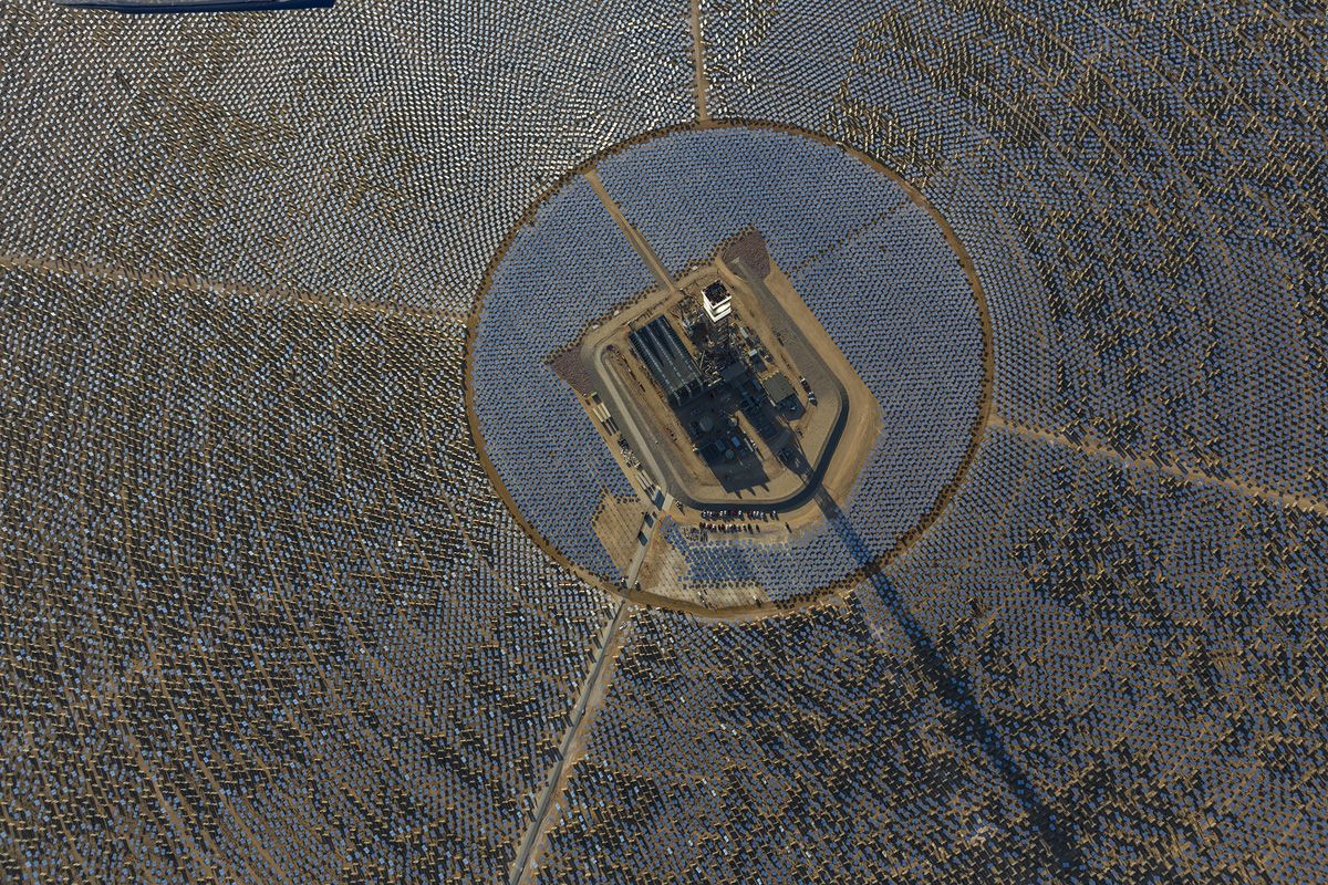 The Ivanpah Solar Electric Generating System California Nevada Power Facility Electricity Generation Border Funktastic Places Creatures