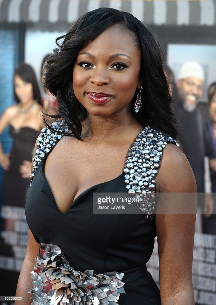 actress-naturi-naughton-attends-the-premiere-of-lottery-ticket-at-picture-id103365031 (724×1024)
