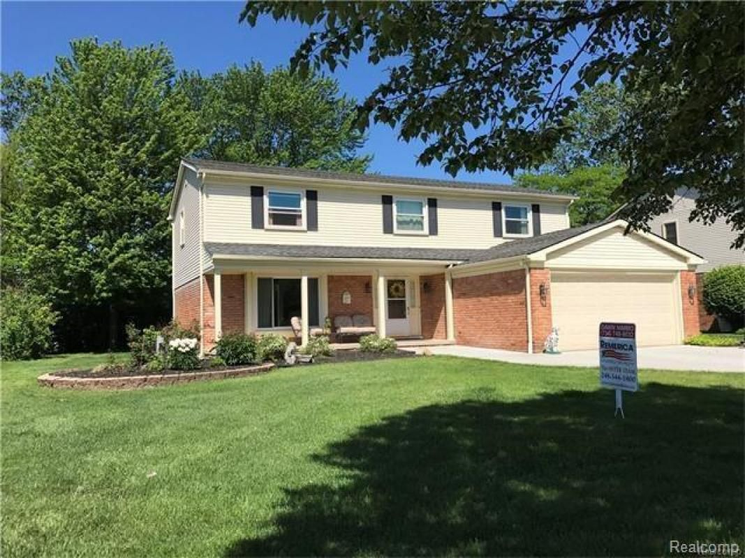 Property Details 289,900 19643 GARY Lane Livonia, MI
