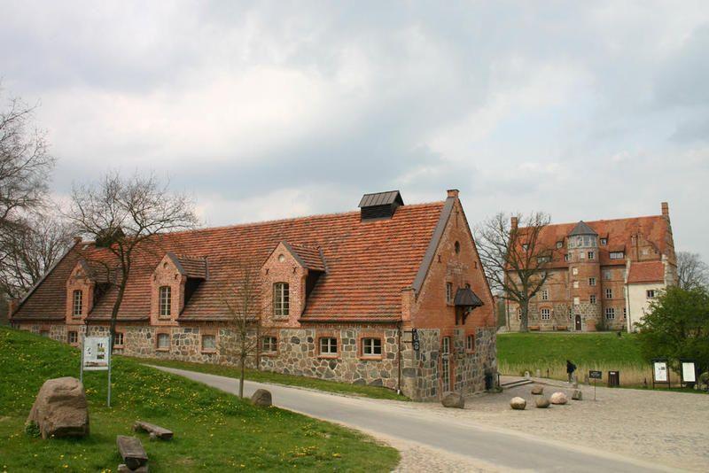 Lovely Burg/Herrenhaus Ulrichshusen