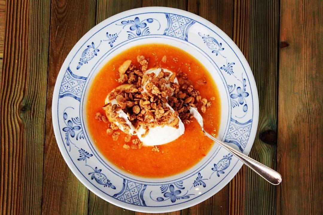 """HANDELSHUSET HETTE — Kaki """"suppe"""" med granola  ..."""