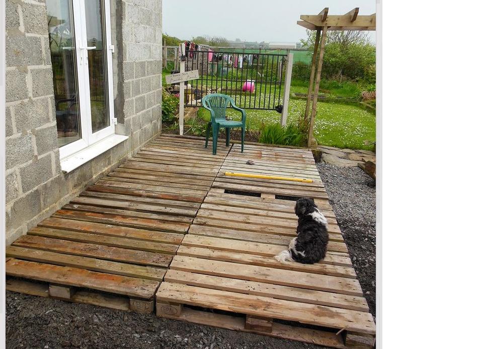 Quick Deck From Pallets Diy Deck Cheap Backyard Budget Backyard