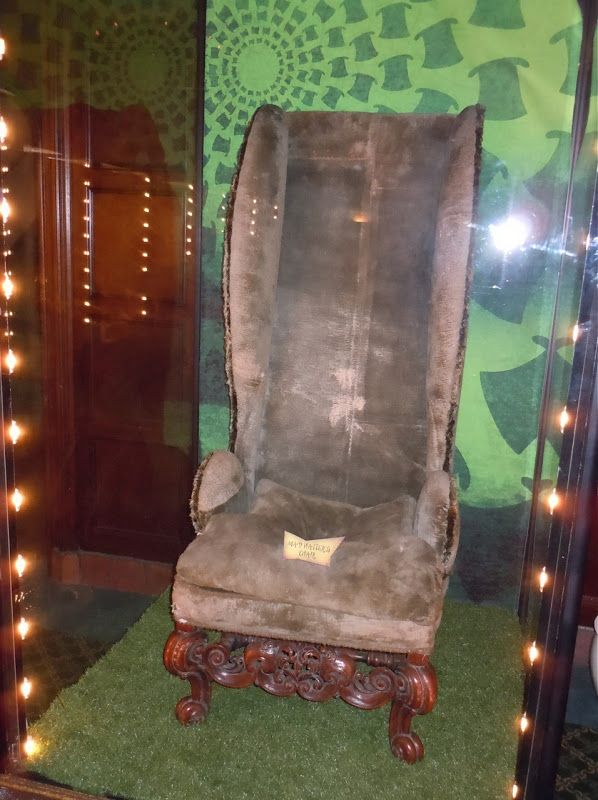 Alice in Wonderland Mad Hatter chair prop & Alice in Wonderland Mad Hatter chair prop | Props | Pinterest ...