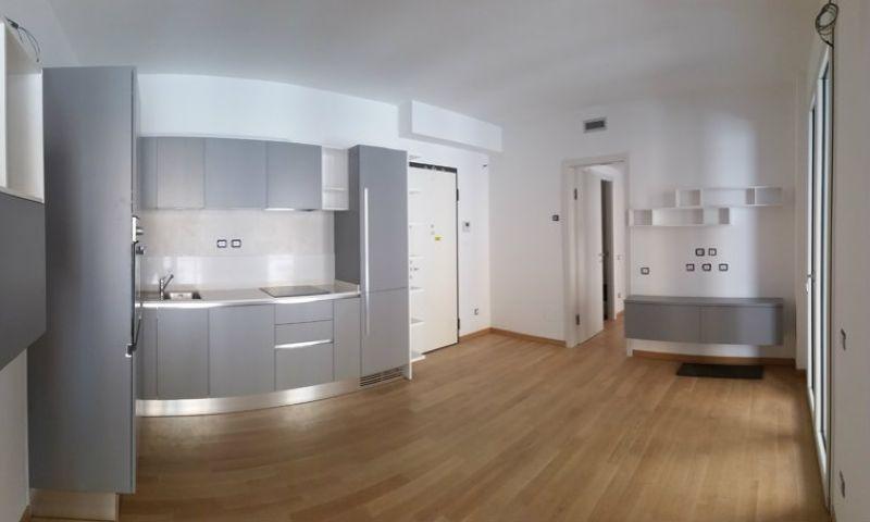Appartamento in affitto a Milano in Via Fara € 1.800, 100