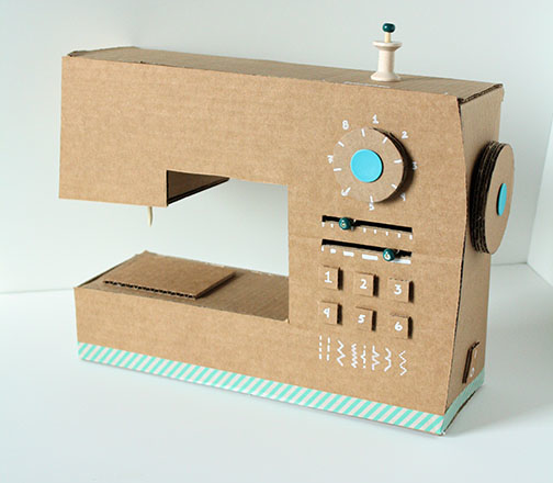 DIY Cómo hacer una máquina de coser con cartón