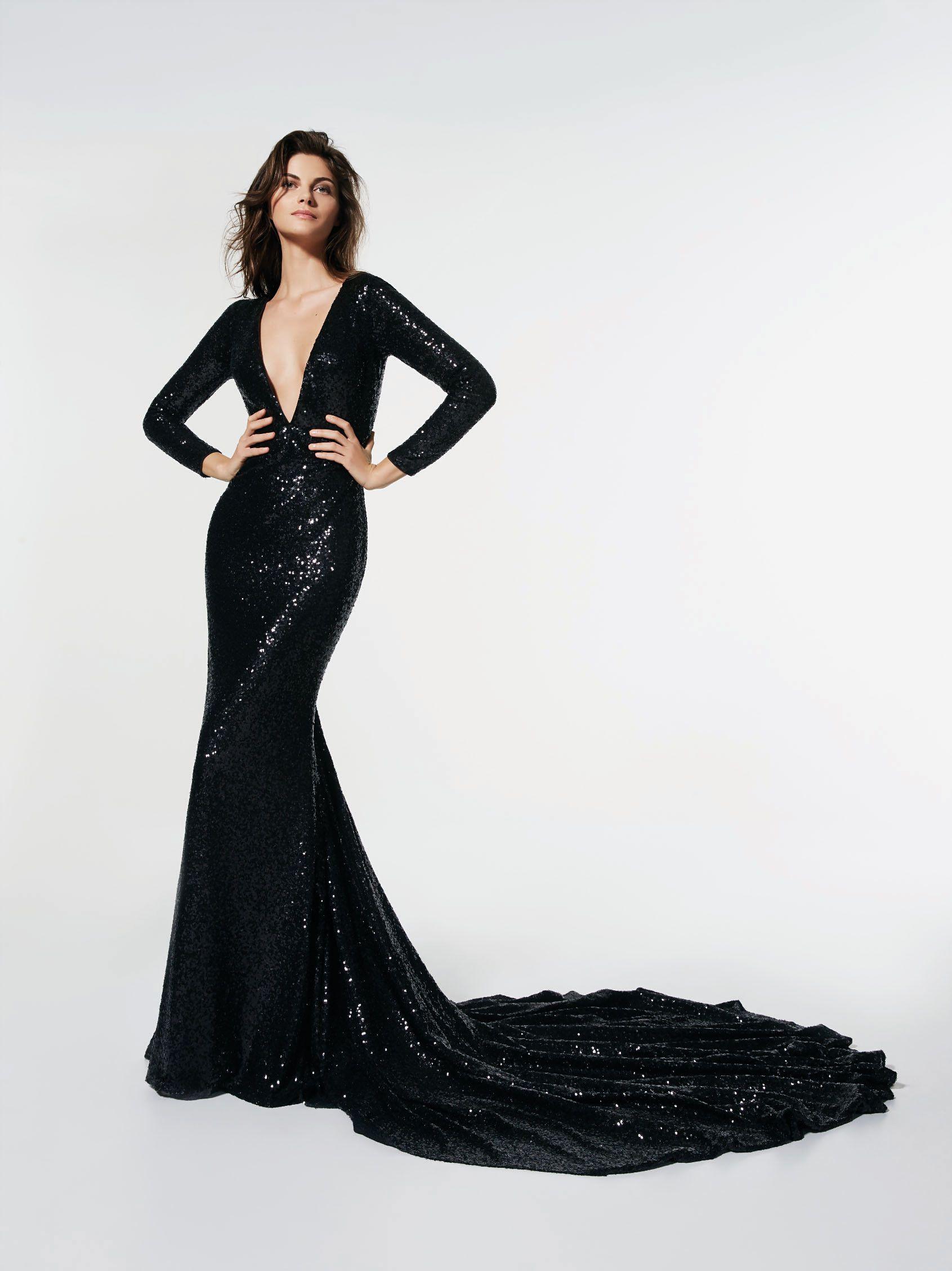 Stai cercando un abito da cerimonia  Questo è un abito lungo di colore nero  (modello GLASGOW) con scollatura anteriore a punta. Abito a sirena con  maniche ... 5bccbe234f2