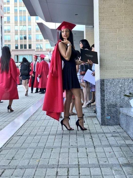50 Gorgeous College Graduation Outfits Ideas For Women #graduationdresscollege