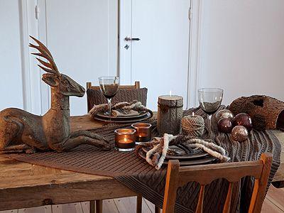 tischdeko f r weihnachten tischdeko mit hirsch wohnen garten tisch tafel pinterest. Black Bedroom Furniture Sets. Home Design Ideas