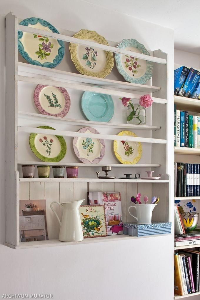 фото полок с декоративными тарелками представителей
