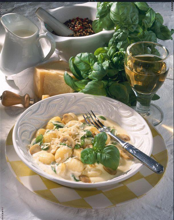 Unser beliebtes Rezept für Gnocchi in Basilikum-Sahne und mehr als 55.000 weitere kostenlose Rezepte auf LECKER.de.
