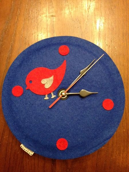 Orologio in feltro da parete di leideedellamaestragloria for Idee per orologio da parete