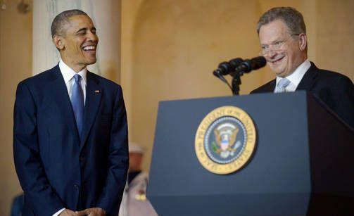 Barack Obama repesi nauruun presidentti Niinistön puheen aikana.