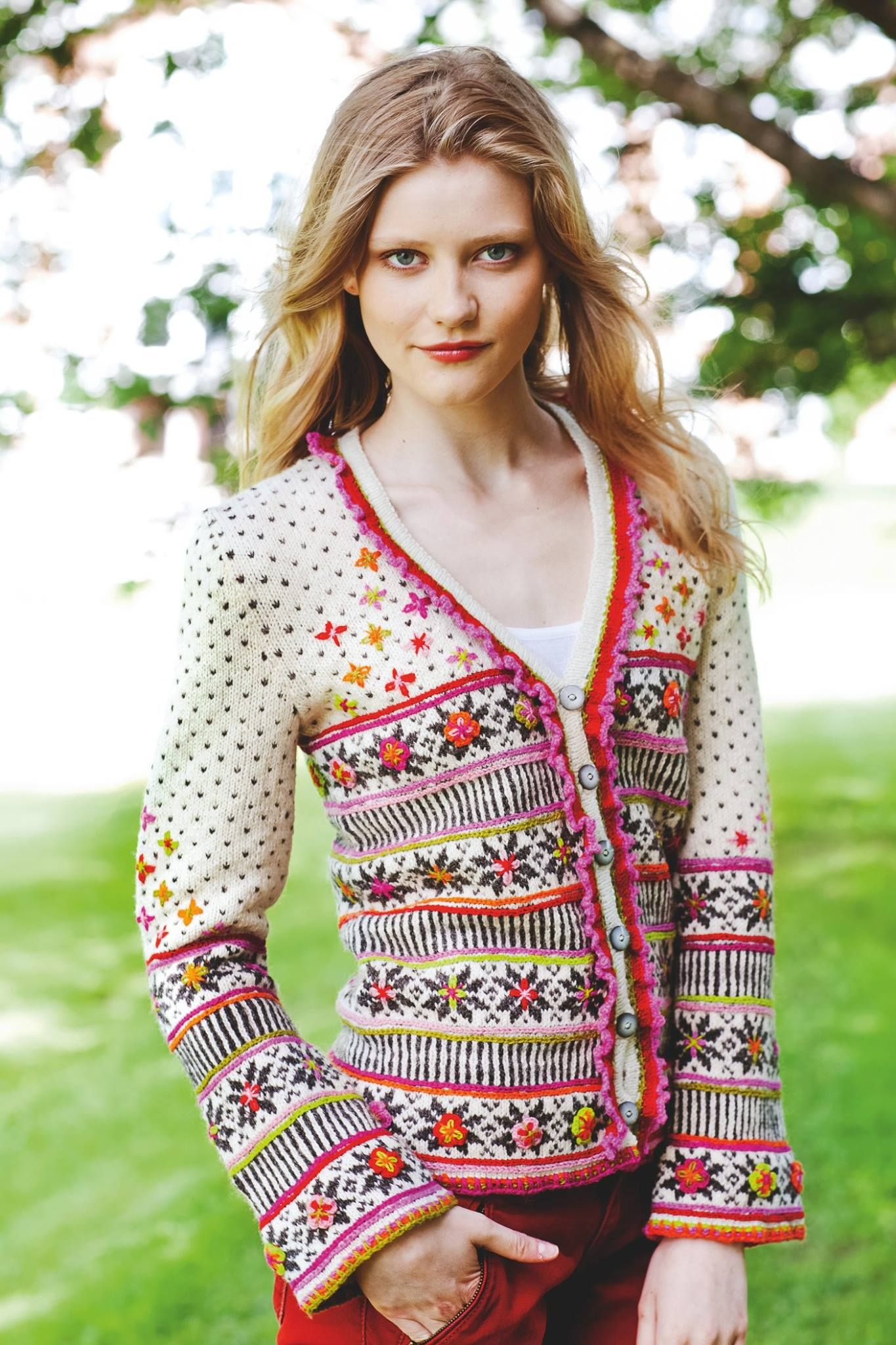 Dagens gratisoppskrift jakke med ttebladsroser ravelry rauma jakke med ttebladsroser og broderier pattern by sidsel j bankloansurffo Gallery