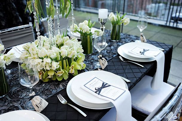www.black and white tablescapes | Modern Chic Black, White & Green ...