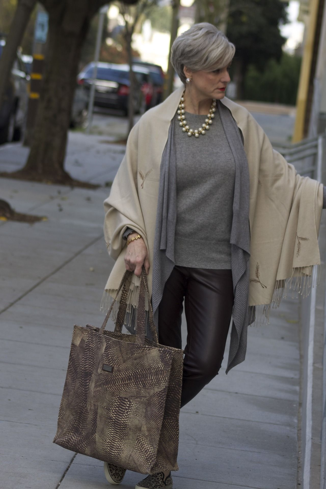 Love How She Layered Her Tops Way Cool Clothes Accessories Pinterest Ageless Beauty