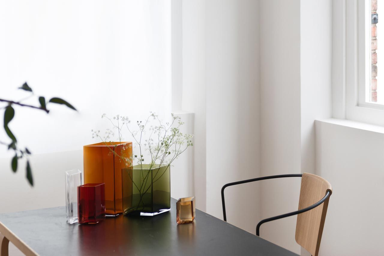 Vases Ruutu by Iittala | the newest range of vases by Iittala: a simple cuboid shape, which comes in a variety of different jewel tones | Read more on Designbest Magazine | #designbest @iittalaofficial