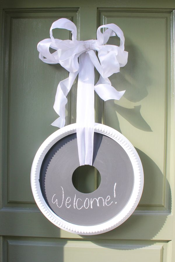Step-by-step instructions for crafting an inexpensive chalkboard wreath project! #wreath