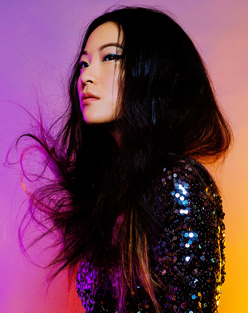 My Dream Hair I Ve Actually Been Seriously Considering This And Dreaming Of It It S A Silver Blue Balayage Ombre With Hints Of Arden Cho Dream Hair Arden