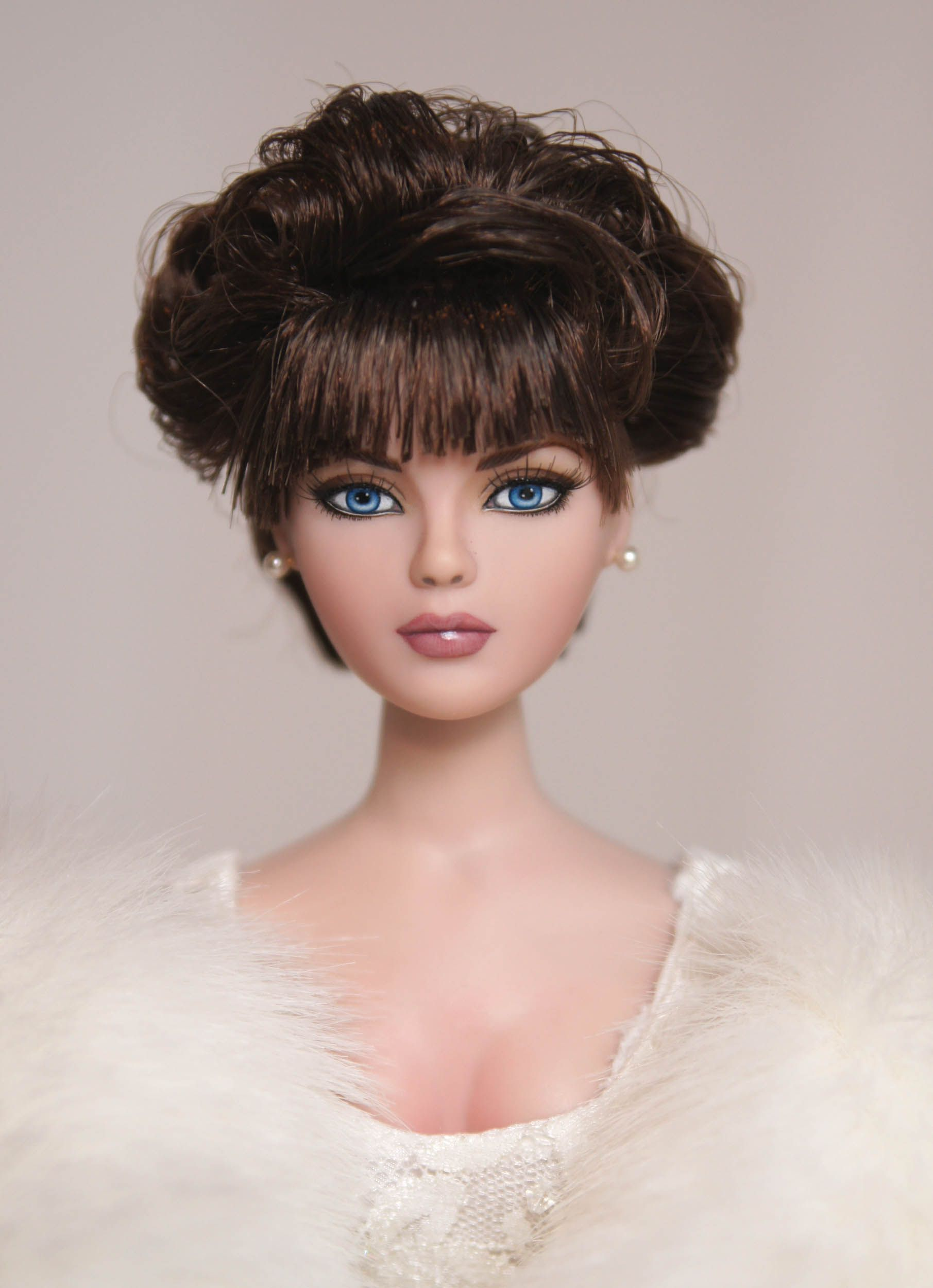 Prego: For World Doll Day -- or any day -- the beautiful Cousin Patti by Lisa Gates. >