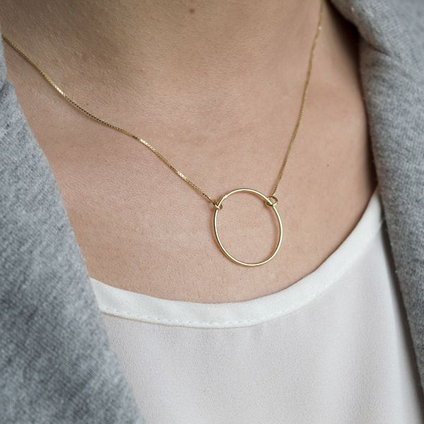 e0df6ef597fb Gargantilla con círculo de plata 925 con baño de oro de 20 milímetros en  cadena de Plata de Ley 925 bañada en oro