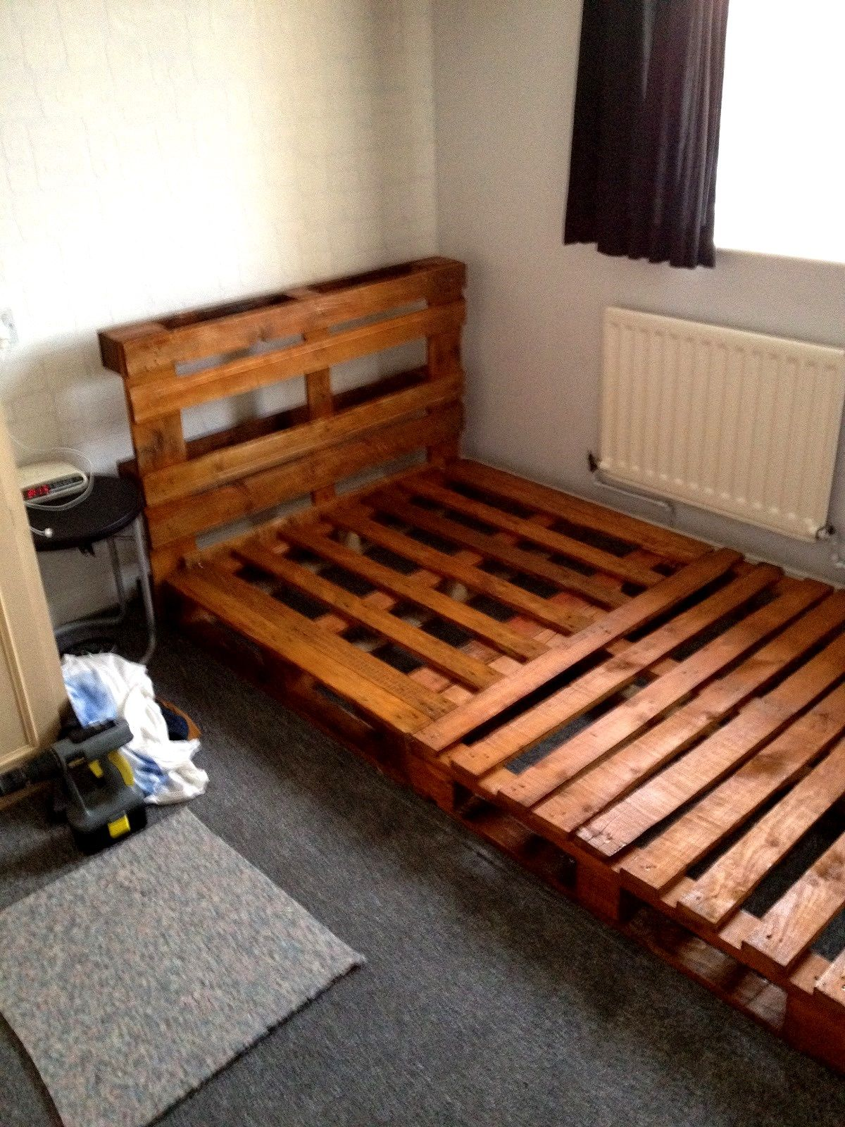 Diy Beds Made Out Of Wooden Pallets Pallet Bed Frame Diy Diy Pallet Bed Pallet Bed Frame