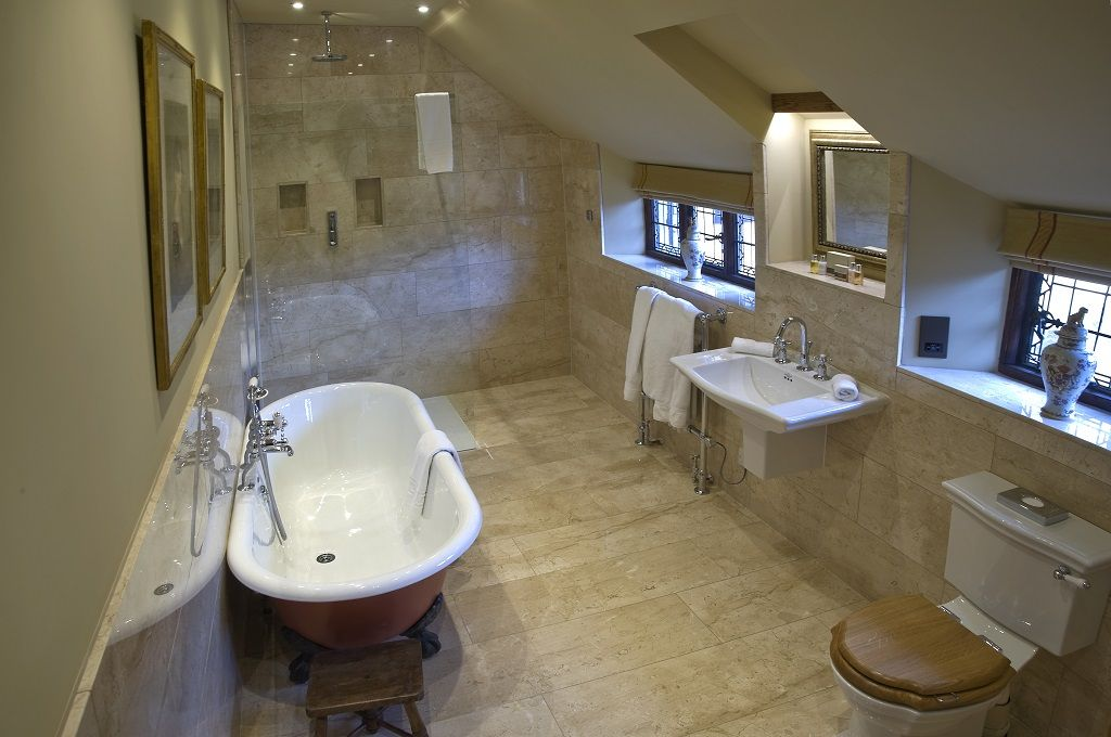 the gorgeous bathroom in 'falstaff' | anne boleyn wing, hever