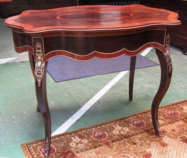 Table XIXème Napoléon III en palissandre et noyer L\u003d1m07 H\u003d78cm P