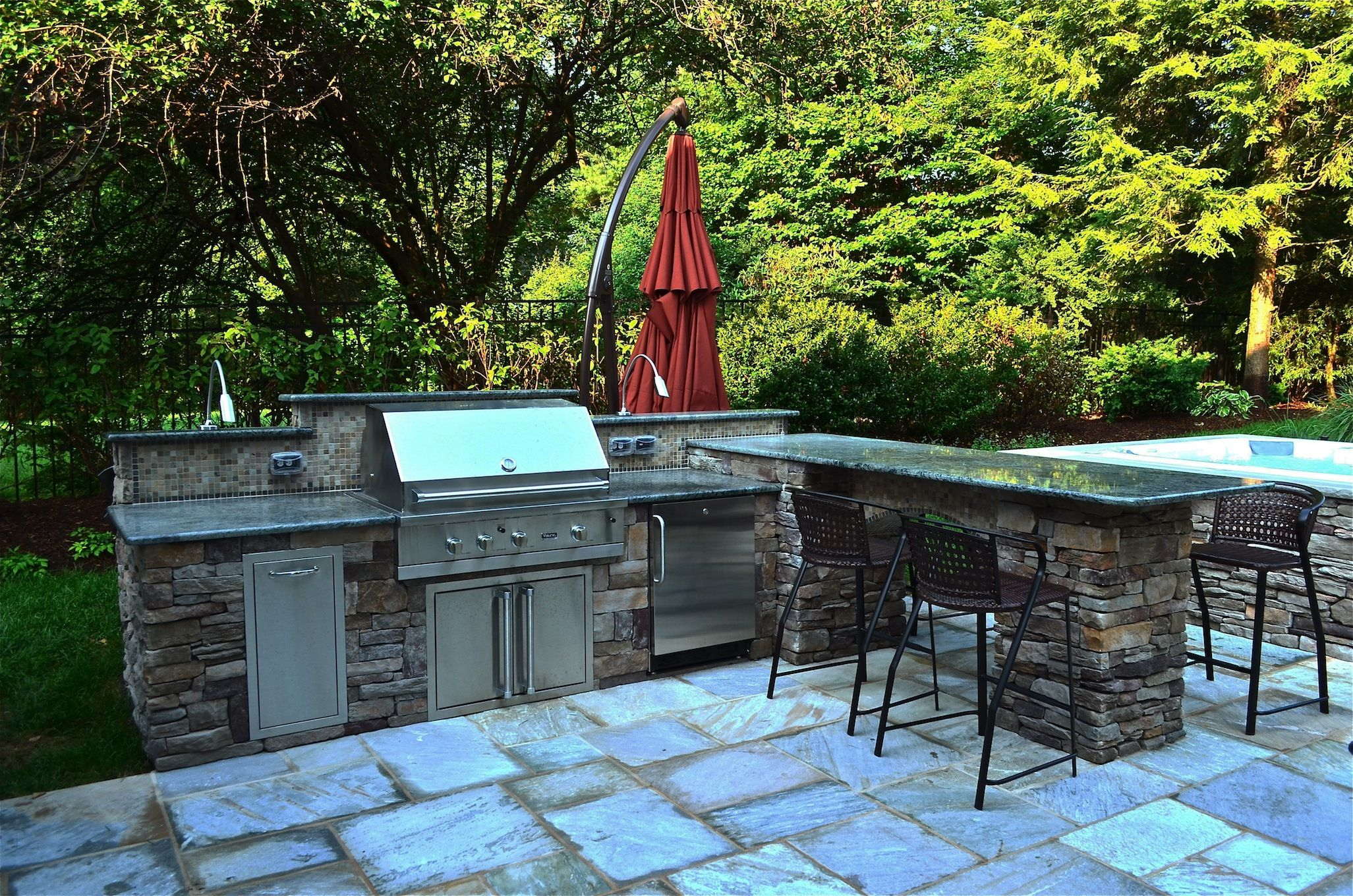 outdoor grill design ideas with a flourishing natural backdrop